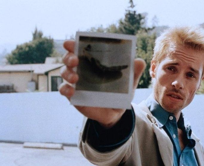 christopher nolans memento essay In the film memento by christopher nolan, reverse chronology causes the audience to view leonard shelby as a sympathetic victim viewers start to watch the.
