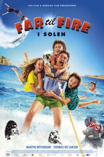 Cмотреть Отец четверых на каникулах / Far til fire i solen (2018) онлайн на Хдрезка качестве 720p